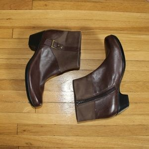 Clarks ankle brown boots with buckle
